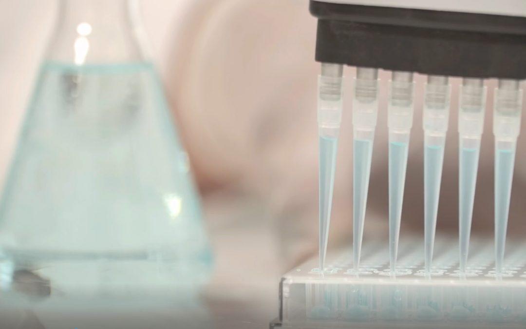 Wintec e-win 1800 iu 465 – Brizganje plastičnih ploča za sejanje PCR ćelijskog materijala. Neofyton zastupnik kompanije Wintec za naš region.
